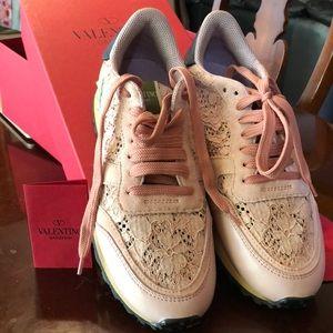 Valentino Rockstud Pink Rose Lace sneaker